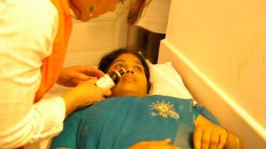 Olfaction d'huiles essentielles pour une dame souffrant de polyarthrite rhumatoïde