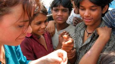 Soigner dans les bidonvilles de Bombay avec les huiles essentielles